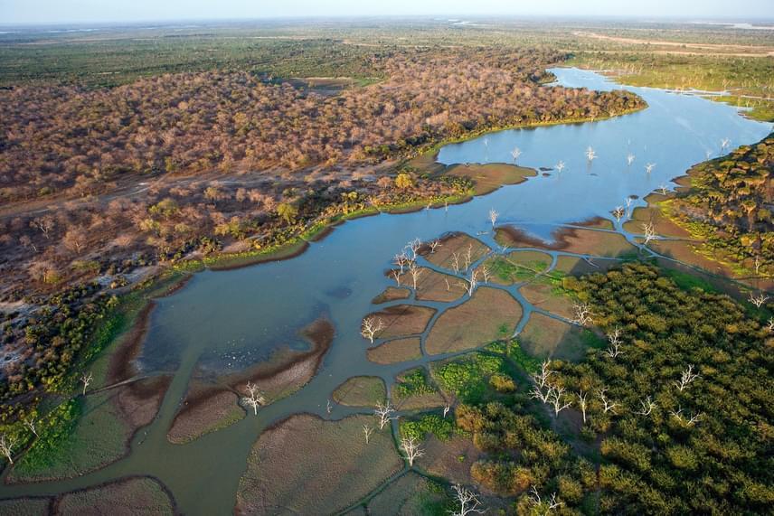 A Rufiji folyó felülről. Mellékfolyóival, a Great Ruahával, a Kilomberóval és a Luweggel együtt Kelet-Afrika legnagyobb folyórendszerét alkotja.