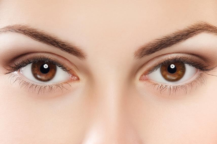 Az A-vitamin elengedhetetlen a látás minőségének szempontjából, hiányában például farkasvaksághoz hasonló tünetek jelentkezhetnek, ugyanis a látóbíbor, vagyis a rodopszin működésében betöltött szerepe által nélkülözhetetlen a szürkületben való látáshoz.