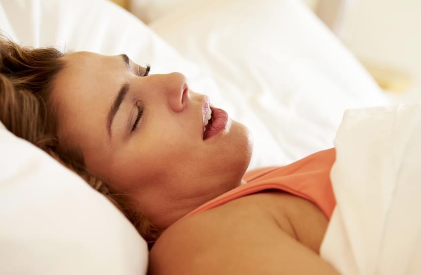 A horkolás megdöbbentő tényezőkkel állhat összefüggésben, léteznek például vizsgálatok, melyek megállapították, hogy átlagosan tíz évvel korábban jelentkeznek a szellemi hanyatlás tünetei azoknál, akiknél hangos horkolást, illetve az alvás során légzési problémákat, alvási apnoét diagnosztizáltak. A részletekért kattints ide!