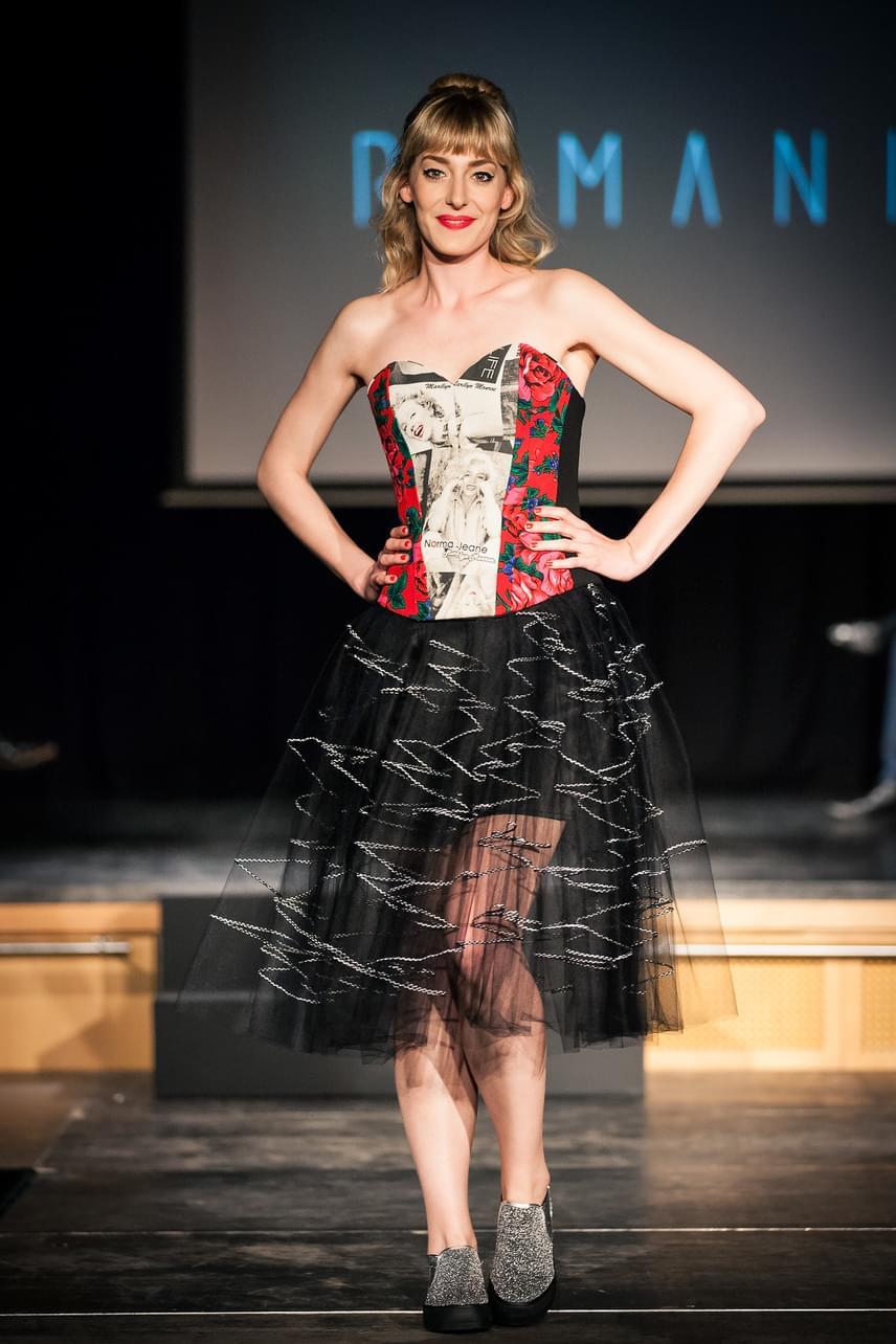 Horányi Júlia, az X-Faktor felfedezettje kedveli a magyar tervezők ruháit, a Romani kreációját is szívesen magára öltötte.