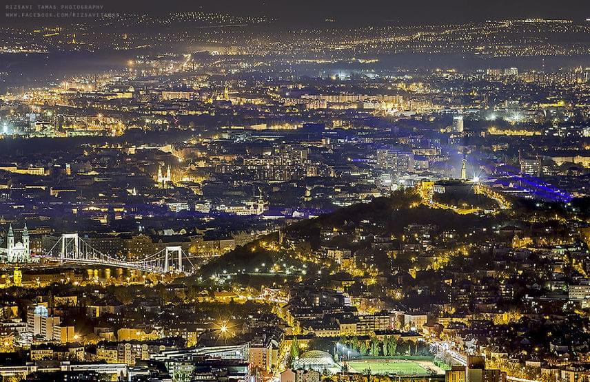 Esti fényekben is lenyűgöző a magyar főváros.