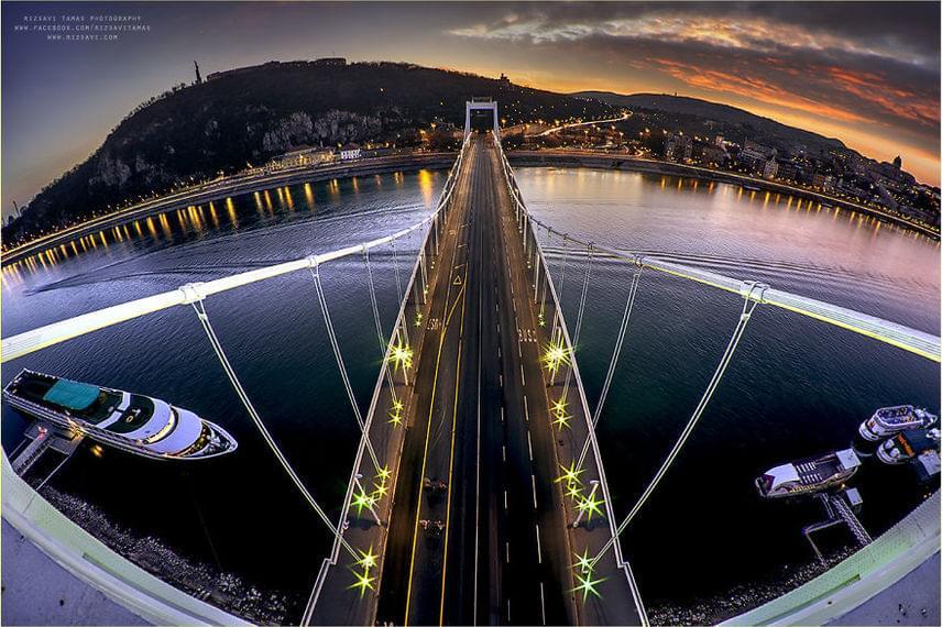 Elképesztő panoráma, az Erzsébet híd felülről.