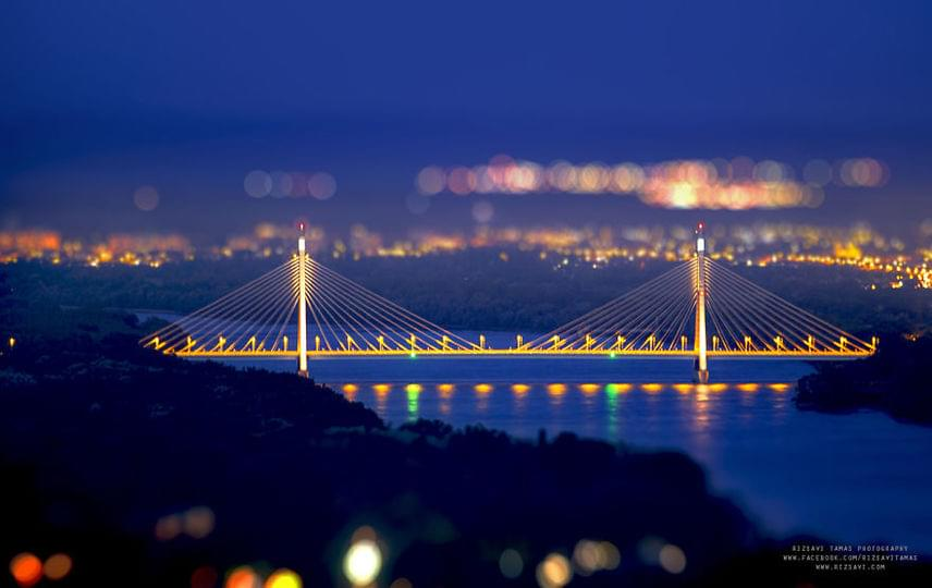 Az Újpestet Budakalásszal összekötő Megyeri híd szintén varázslatos az esti fényeknek köszönhetően.