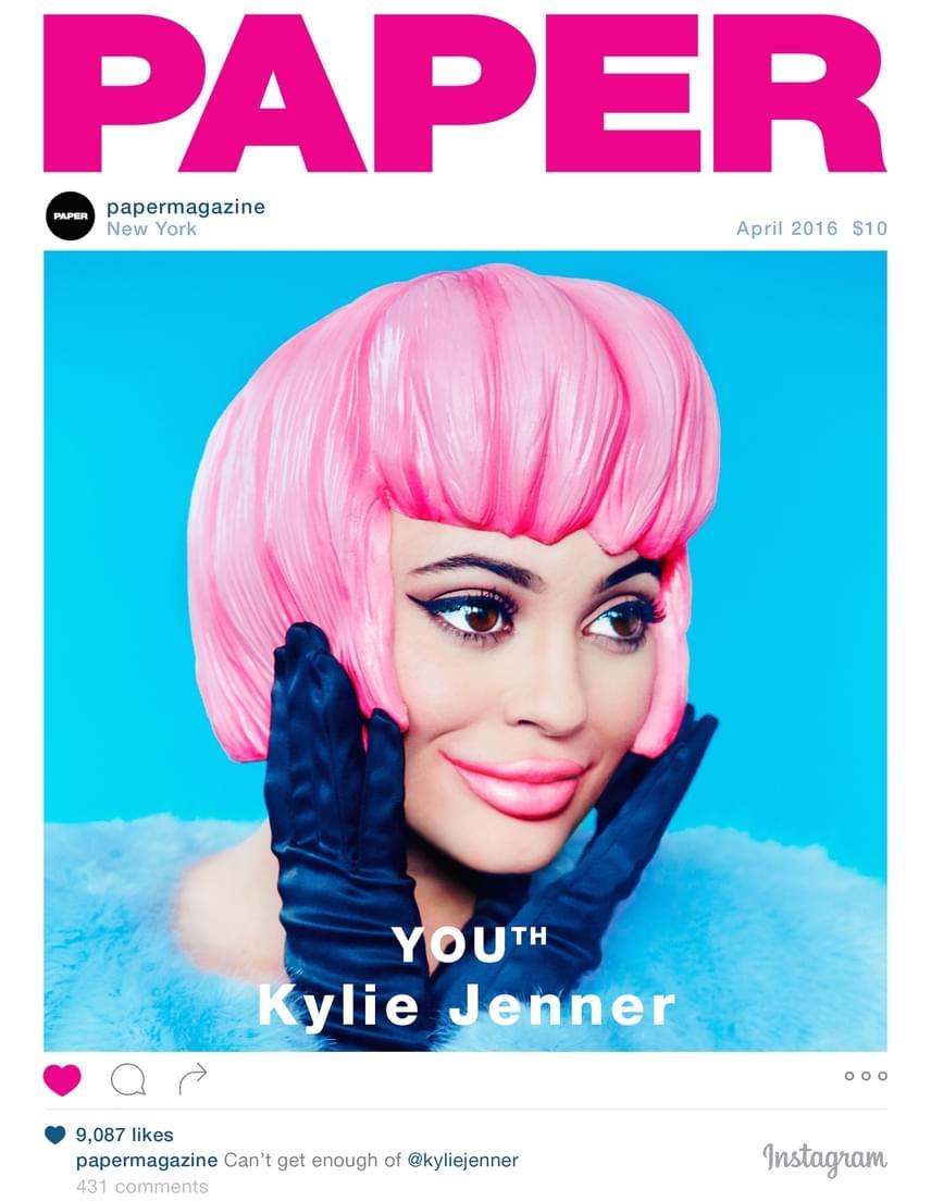 A Paper magazin áprilisi számának Instagram-témájú címlapján Kylie-ból rózsaszín hajú Barbie-babát csináltak, és az egyébként is erősen feltöltött ajkaiból még vaskosabb szájat szerkesztettek.