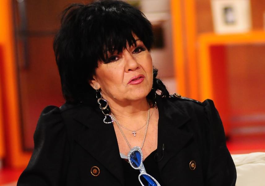 Dolly is azok közé a sztárok közé tartozik, akik a szegénységből küzdötték fel magukat. Szüleivel egyszobás lakásban éltek, és tévéjük sem volt sokáig. Azt csak a '70-es években engedhették meg maguknak, mikor már majdnem mindenkinek volt az országban.