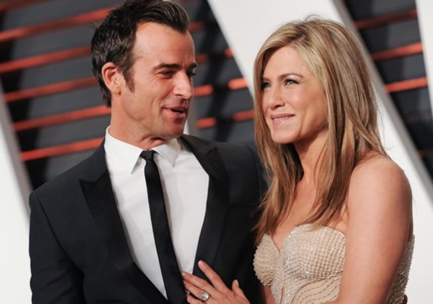 Az egész világ tűkön ülve várta, hogy mikor kötik be végre Jennifer Aniston fejét. Végül Justin Theroux tavaly, 4 év után titokban feleségül vette a Jóbarátok gyönyörű sztárját.