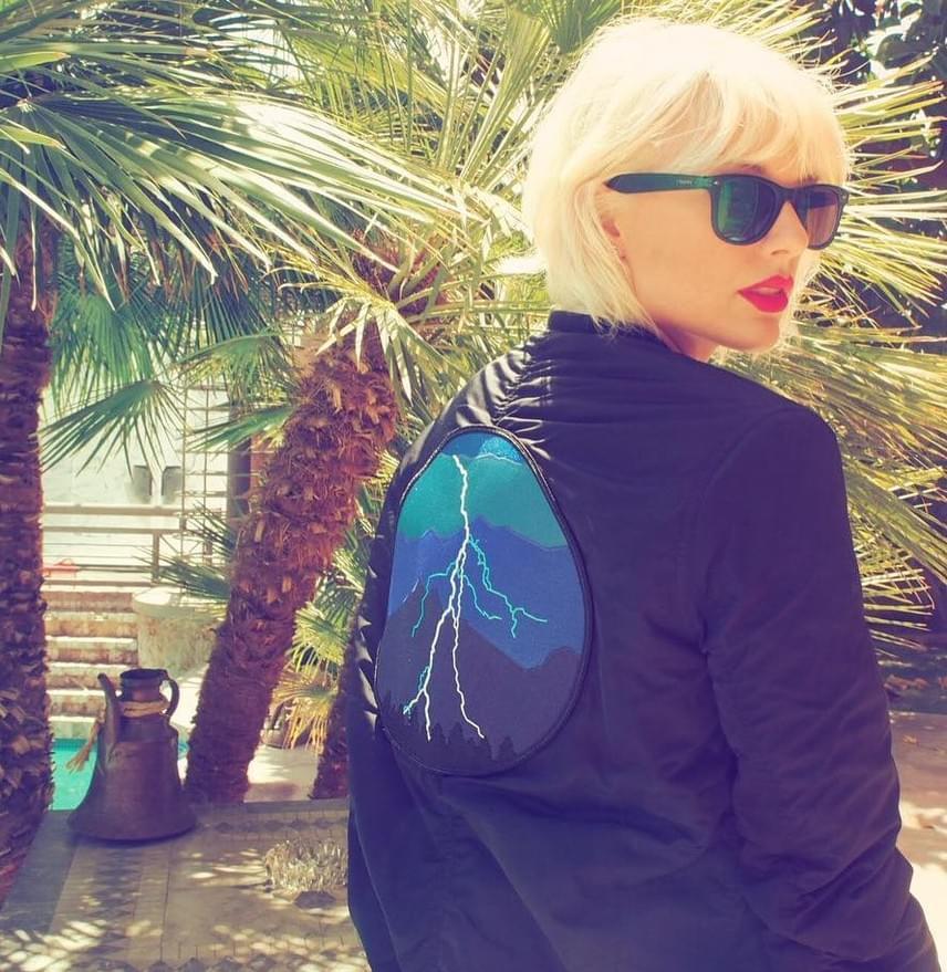 Ezt a képet néhány napja töltötte fel Taylor Swift az Instagramra. A fotón már az új hajszínnel látható, és, ha nem tudjuk, nem biztos, hogy rájövünk, hogy ez Taylor.