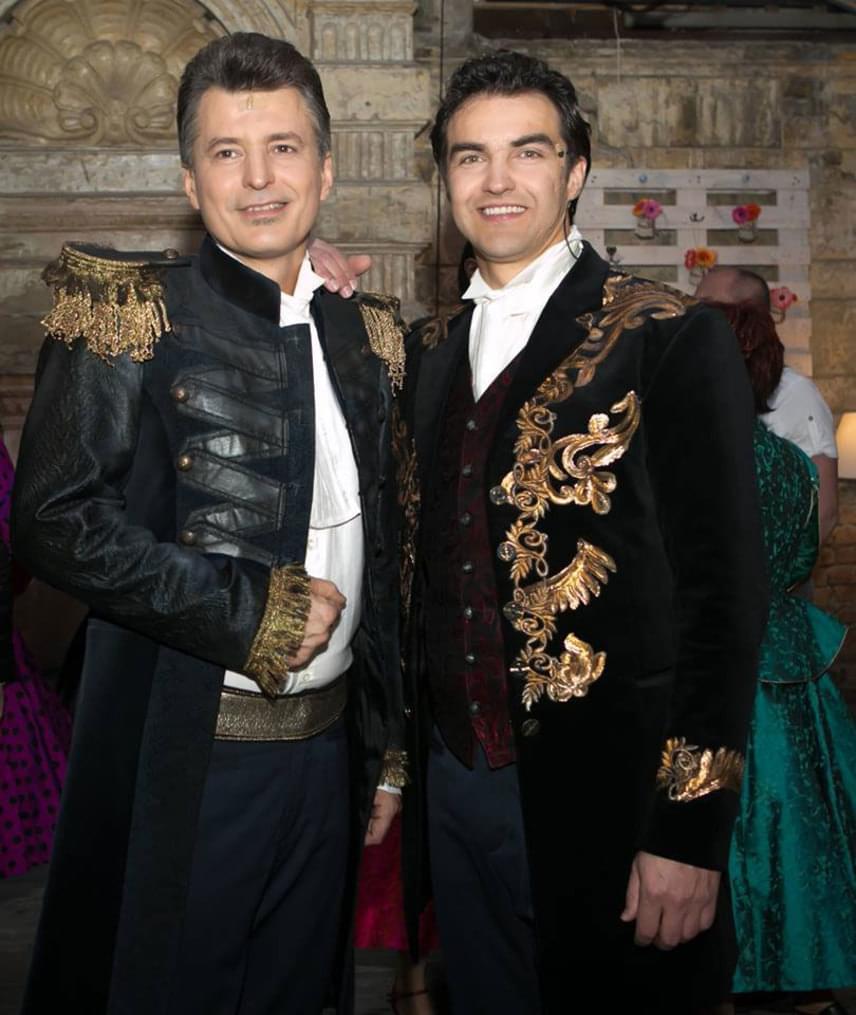 A két Borisz - Homonnay Zsolt és Dolhai Attila felváltva alakítják a A chicagói hercegnő főszerepét.
