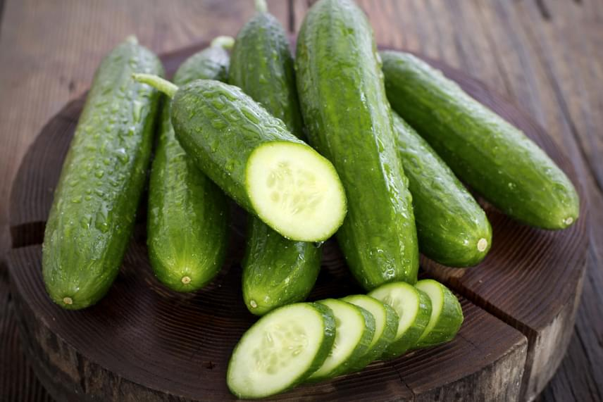 Az olyan magas víztartalmú zöldségeket, mint amilyen például az uborka, a paradicsom vagy épp a dinnye, semmiképp se fagyaszd le, a kiolvasztás után ugyanis rájuk sem ismersz majd.