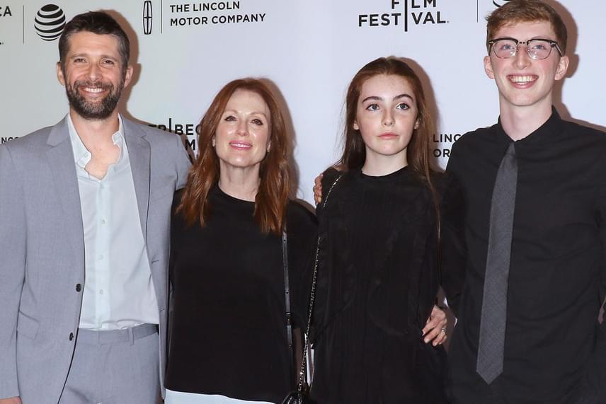 Julianne Moore és családja a filmpremieren