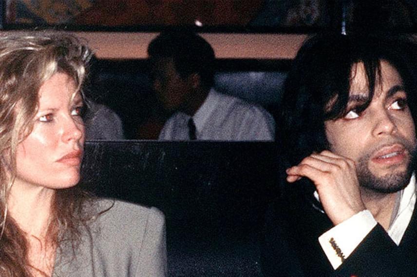 Prince-et számos ismert sztárral hozták hírbe, például Madonnával, Carmen Elektrával vagy Kim Basingerrel. Ez utóbbi hírességgel 1989-ben ismerkedett meg, állítólag a szexi díva szerelmét is megcsalta a 157 centis férfival.
