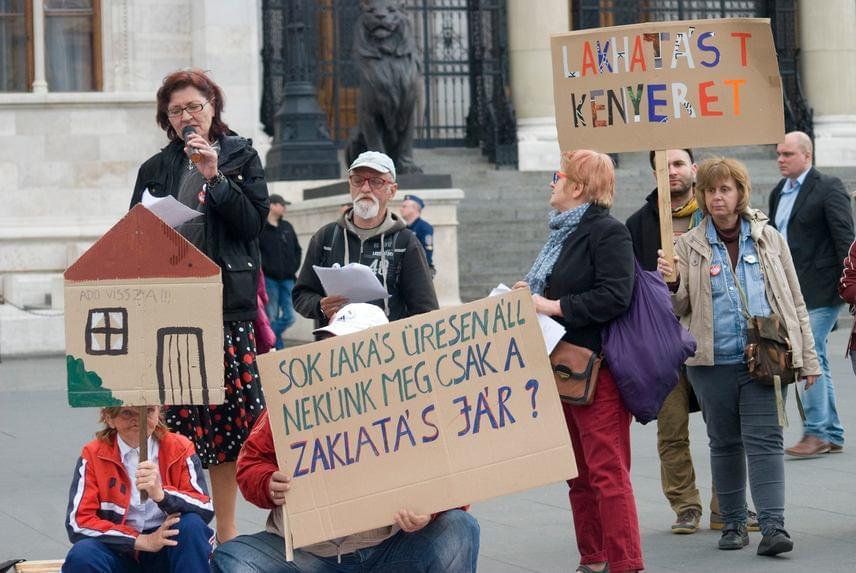 Így tiltakozott áprilisban az AVM a kormány hajléktalanokkal szembeni politikája ellen