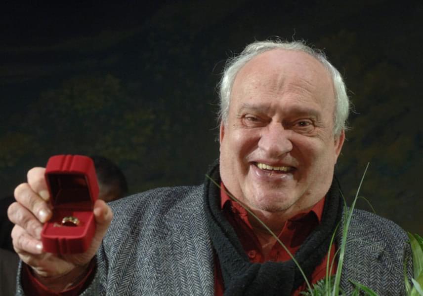 2006. dec. 30-án kapta meg a Ruttkai Éva-emlékgyűrűt