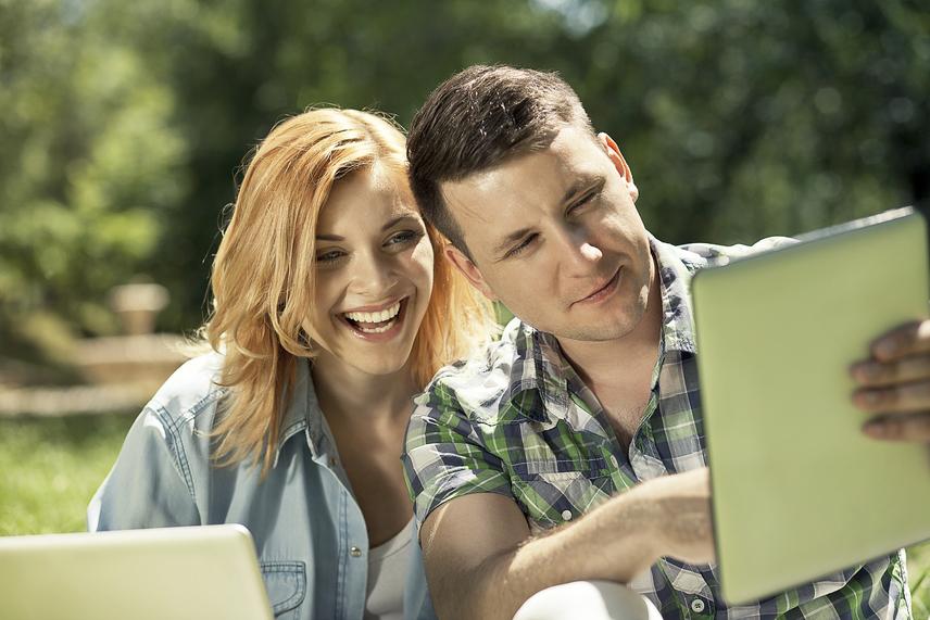 Különbség a flörtölés és a barátság között | Flirting vs Friendly - 2021 - Nyelv