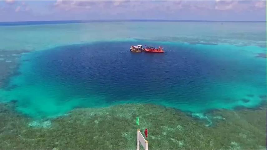 Yang Zuosheng, a Kínai Óceán Egyetem professzora szerint a kutatók több módszerrel is mérték az üreg mélységét, nem volt egyszerű a dolguk, hiszen háromszáz méter mélyre kellett lemerülniük.