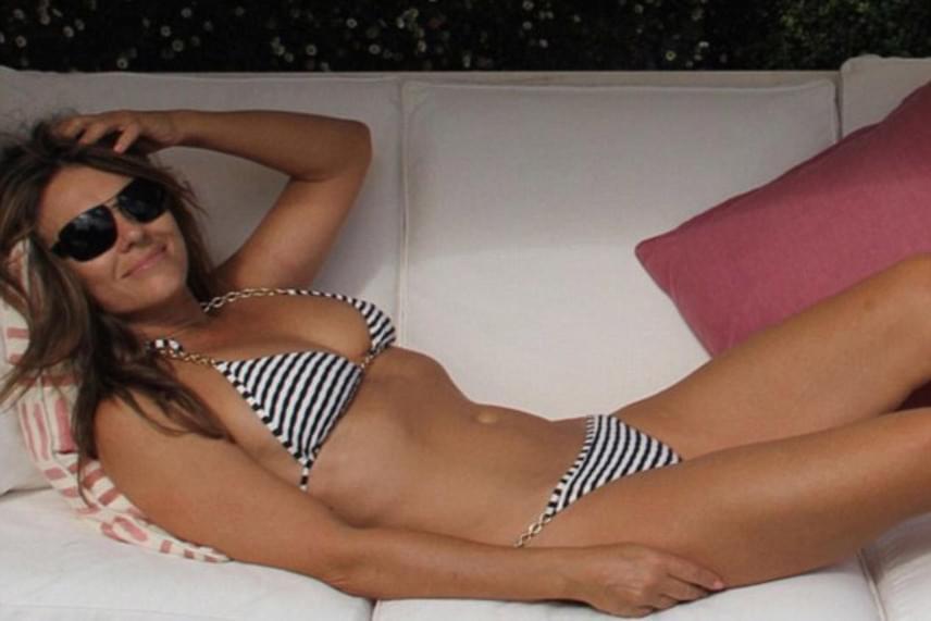 """""""Az utolsó nyári napsugarak itt, Angliában"""" - írta a fotó alá a színésznő. A rajongók imádták matrózcsíkos bikinijét, amit egyébként ő maga tervezett."""