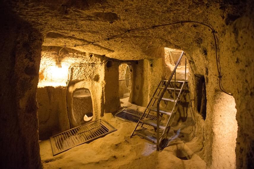 Mára egy többszintes, föld alatti várost tártak fel a régészek. A jelenlegi kutatások szerint 20 szintes komplexum nyugszik a föld mélyén.