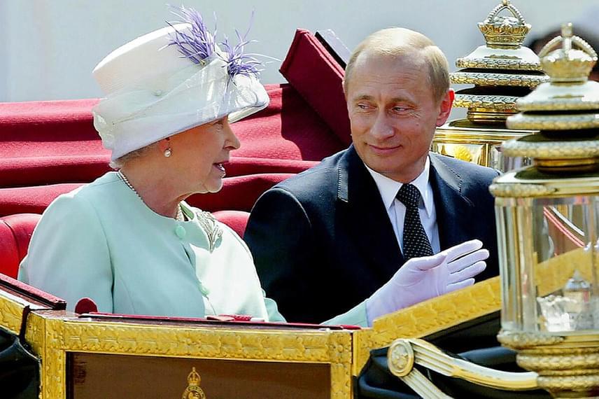 Vlagyimir Putyin egyébként jóban van a királynővel, annak ellenére, hogy az orosz elnök állítólag rendszeresen késik a fontos találkozóiról, és egyszer II. Erzsébetet is megváratta.