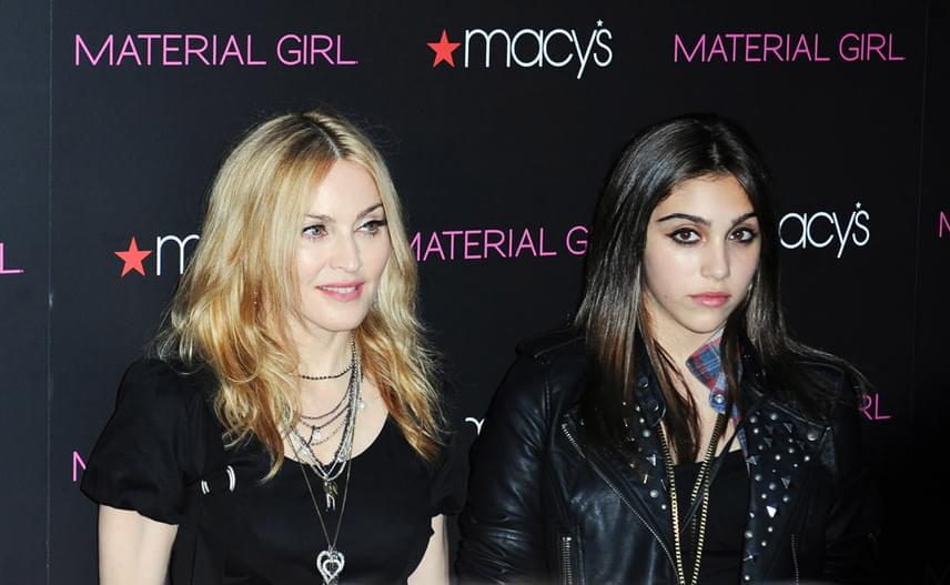 2010-ben állítólag Jesus Luz miatt romlott meg a kapcsolatuk, akivel Madonna akkoriban randevúzott. Lourdes nem nézte jó szemmel, hogy édesanyja egy 23 éves modellel szórakozgat.
