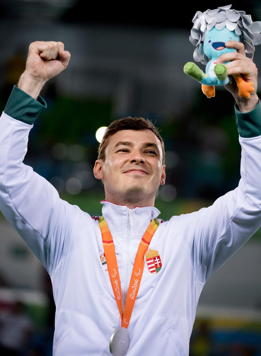 Osváth Richárd, a Törekvés SE 31 éves vívója ezüstérmet szerzett a kerekesszékes vívók A sérültségi kategóriájának kard egyéni versenyében a hétfői versenynapon.