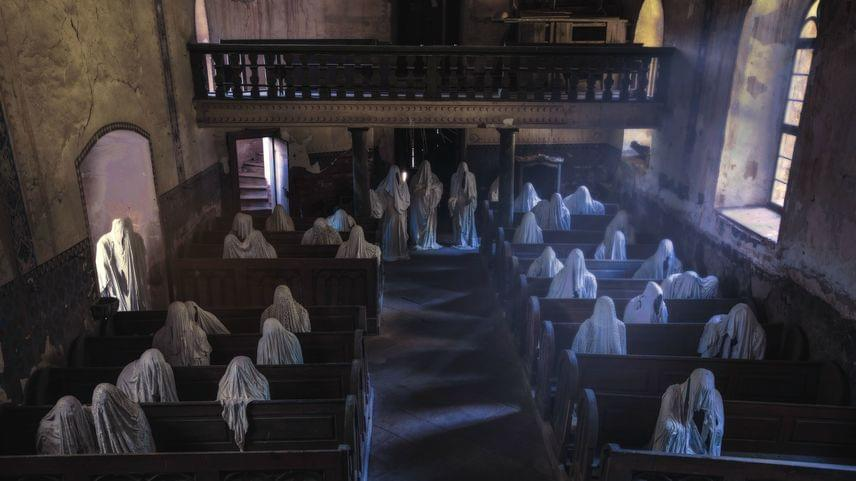 Kezdetben kilenc kísértetalak volt, innen az új elnevezés, ám idővel több is bekerült a templomba.
