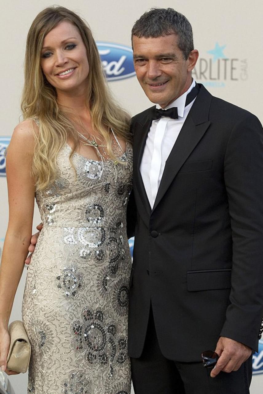 Antonio Banderas 54 évesen ismerte meg a 34 éves Nicole Kempelt, akivel azóta is boldog kapcsolatban él. Legutóbb a februári Oscar-díjátadón jelentek meg a nagy nyilvánosság előtt.