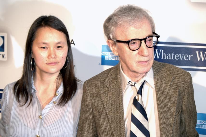Immár 19 éve házas a 80 éves Woody Allen filmrendező és a 45 éves Soon-Yi Previn színésznő, ám kapcsolatukat kezdetben nem nézték jó szemmel, és nemcsak azért, mert vele csalta előző feleségét, Mia Farrow-t, hanem azért is, mert a 35 évvel fiatalabb hölgy nem más, mint a rendező nevelt lánya.