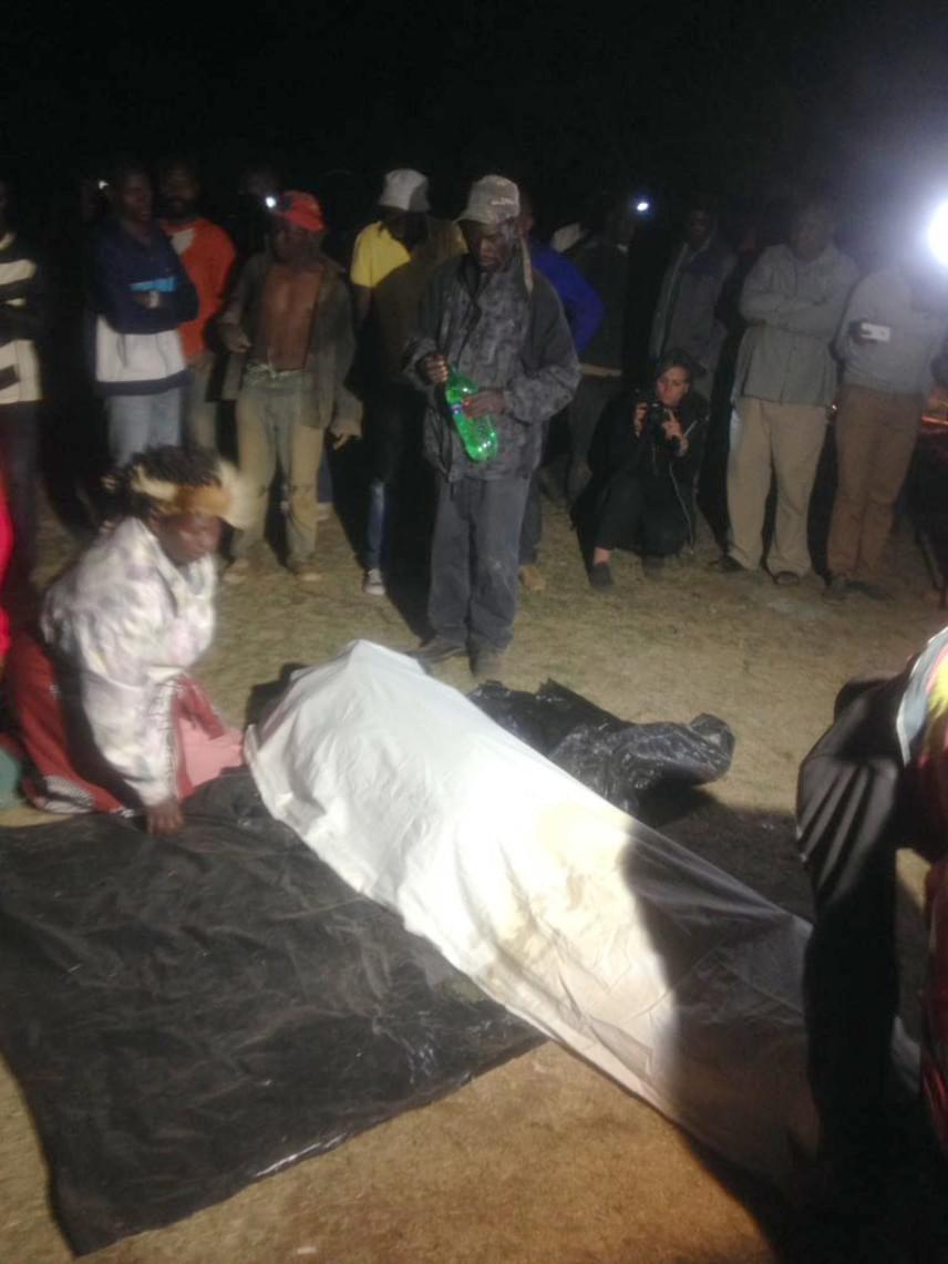 Először csak az egyik holttestet találták meg és juttatták fel, majd arra kérték a családtagokat, hogy azonosítsák.