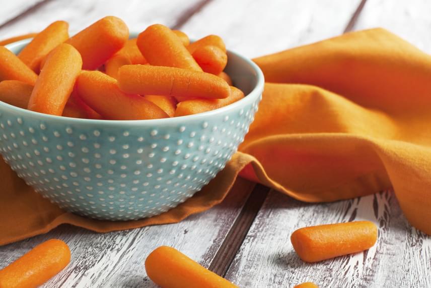 A zöldségek közül kissé meglepő módon a sárgarépa tartalmazza a legtöbb rostot: répánként mintegy 3 grammot. A maximális hatás érdekében nem kell nyersen fogyasztanod a zöldséget, ugyanis a főzés során a rostok nem károsulnak, ám a répában található A-vitamint főzve könnyebben veszi fel a szervezeted.