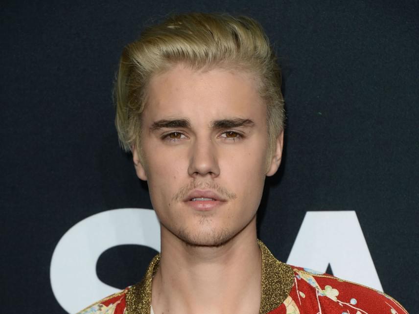 Justin Bieber többször törölte már magát a közösségi oldalairól. Legutóbb az Instagram-oldalát függesztette fel, amiért a rajongói beszólogattak új barátnőjének, Sofia Richie-nek.