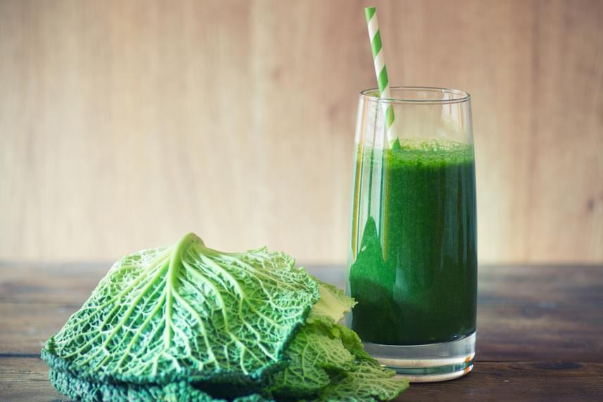 A béta-karotin nemcsak a látást védi, de antioxidánsként is hat, így védi a sejteket. Ha szeretnél ebből a fontos vegyületből többet bevinni, turmixolj le négy kelkáposztalevelet és egy jókora répát, melyek mind nagyon sokat tartalmaznak béta-karotint. Amennyiben C-vitaminnal és más ízekkel is ki akarod egészíteni a smoothie-t, egy zöld almával és néhány kanál citromlével dobd fel!