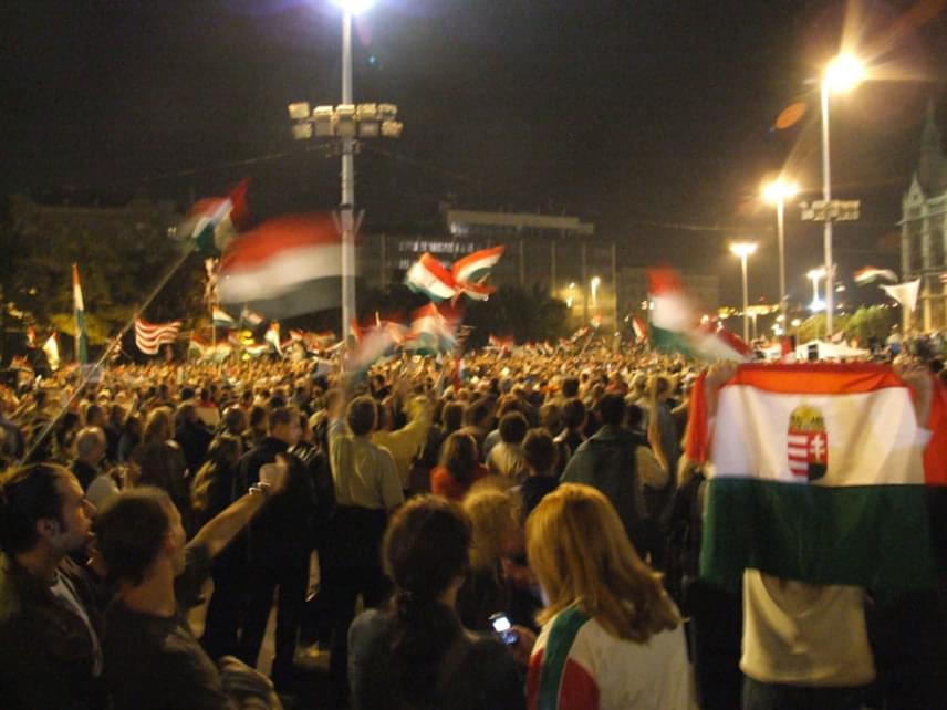 A 2006. évi demonstrációk Budapesten, a Kossuth téren indultak el, ahol kezdetben tízezrek vonultak az utcára, követelve Gyurcsány Ferenc lemondását. A helyszínen alakult csoportosulásokat együttesen Kossuth térieknek nevezték el.