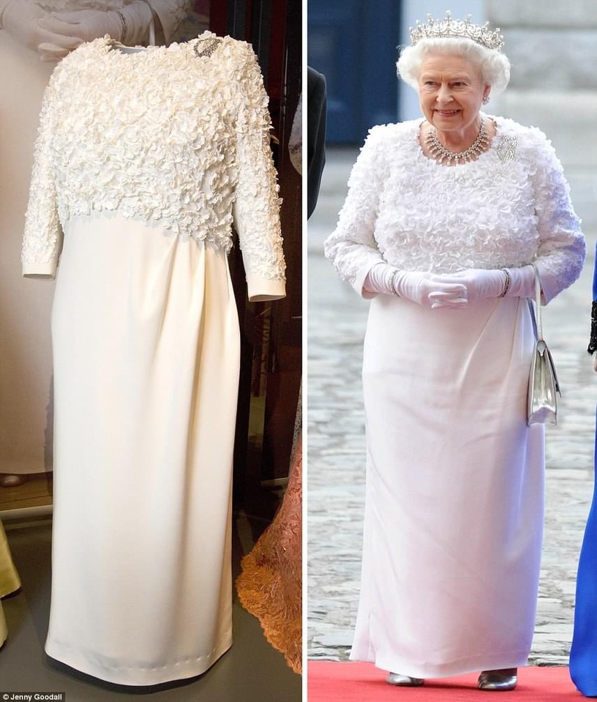 A királynő eleganciájából mit sem veszített az idők folyamán, erről árulkodik 2011-ben készült képe is, amely az Ír Köztársaságban tett látogatás alkalmával készült róla az Angela Kelly által készített fodros esélyiben a Dublin Kastélyban.