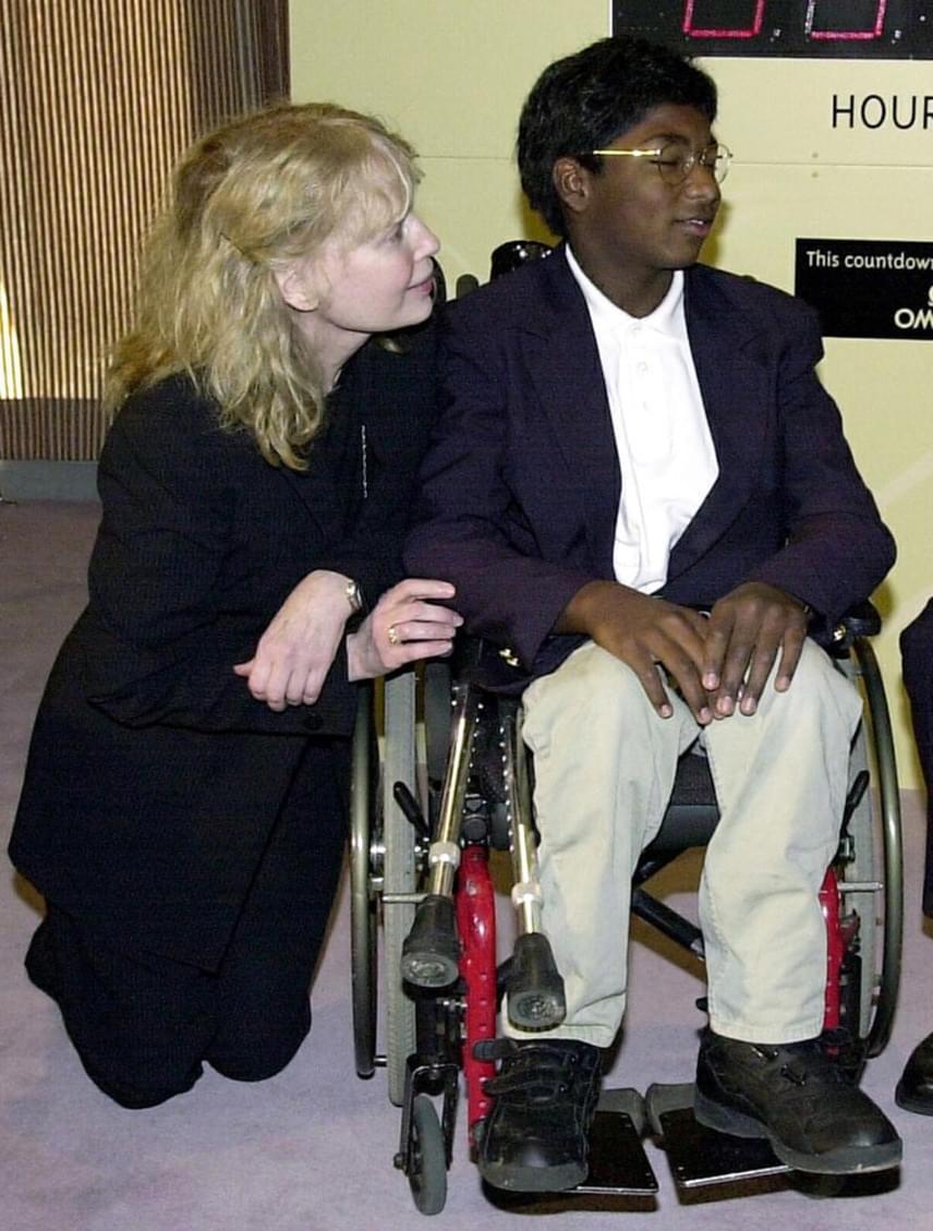 1994-ben adoptálta Mia Farrow Thaddeust, egy indiai árvaházból hozta el a deréktól lefelé lebénult fiút. Thaddeus a betegsége ellenére teljes életet élt.