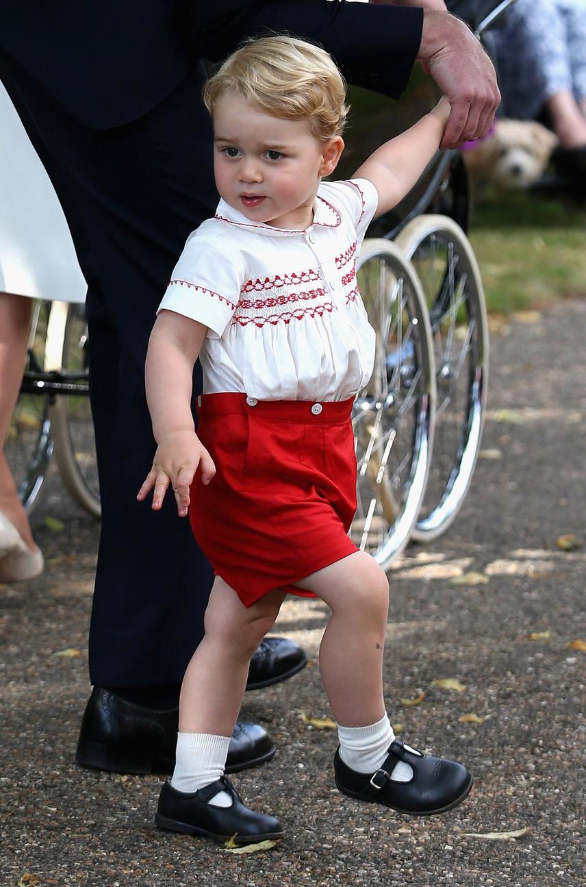 Főként olyan tradicionális darabokra számíthatunk, mint amit Charlotte keresztelőjén viselt, Katalin ugyanis arra törekszik, hogy kortalan divatot teremtsen gyermekei ruháival.