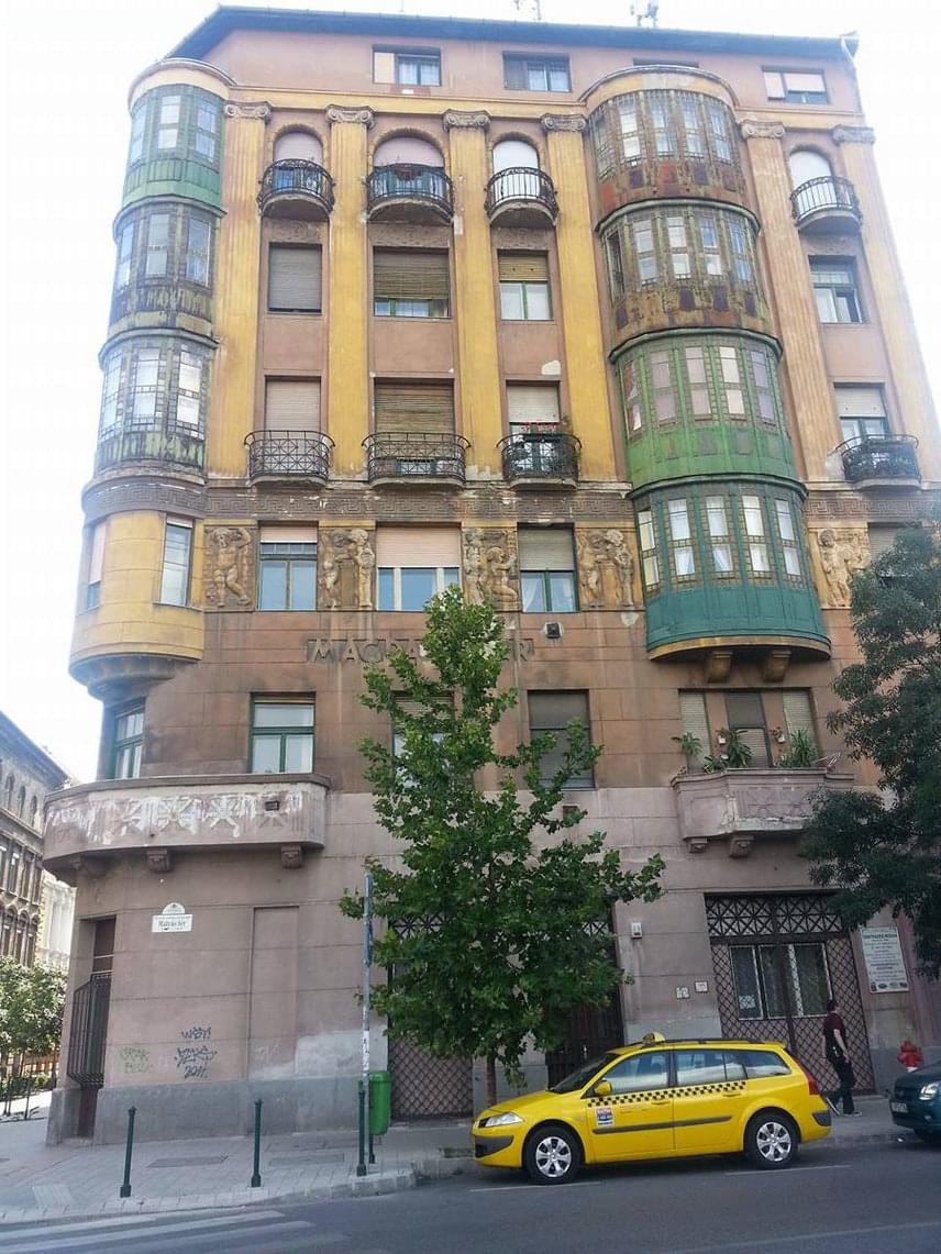 Az épület sokaknak ismerős lehet a Liza, a rókatündér című filmből
