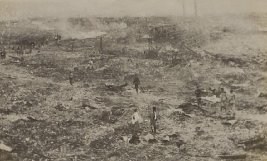 Amint értesült a katasztrófáról, Yosuke Yamahata a helyszínre utazott, hogy az elképzelhetetlen borzalmakat képeken is megmutassa. A nagaszaki robbantást követő első fotók közé tartozik a fenti, amely a földdel egyenlővé tett városról készült.