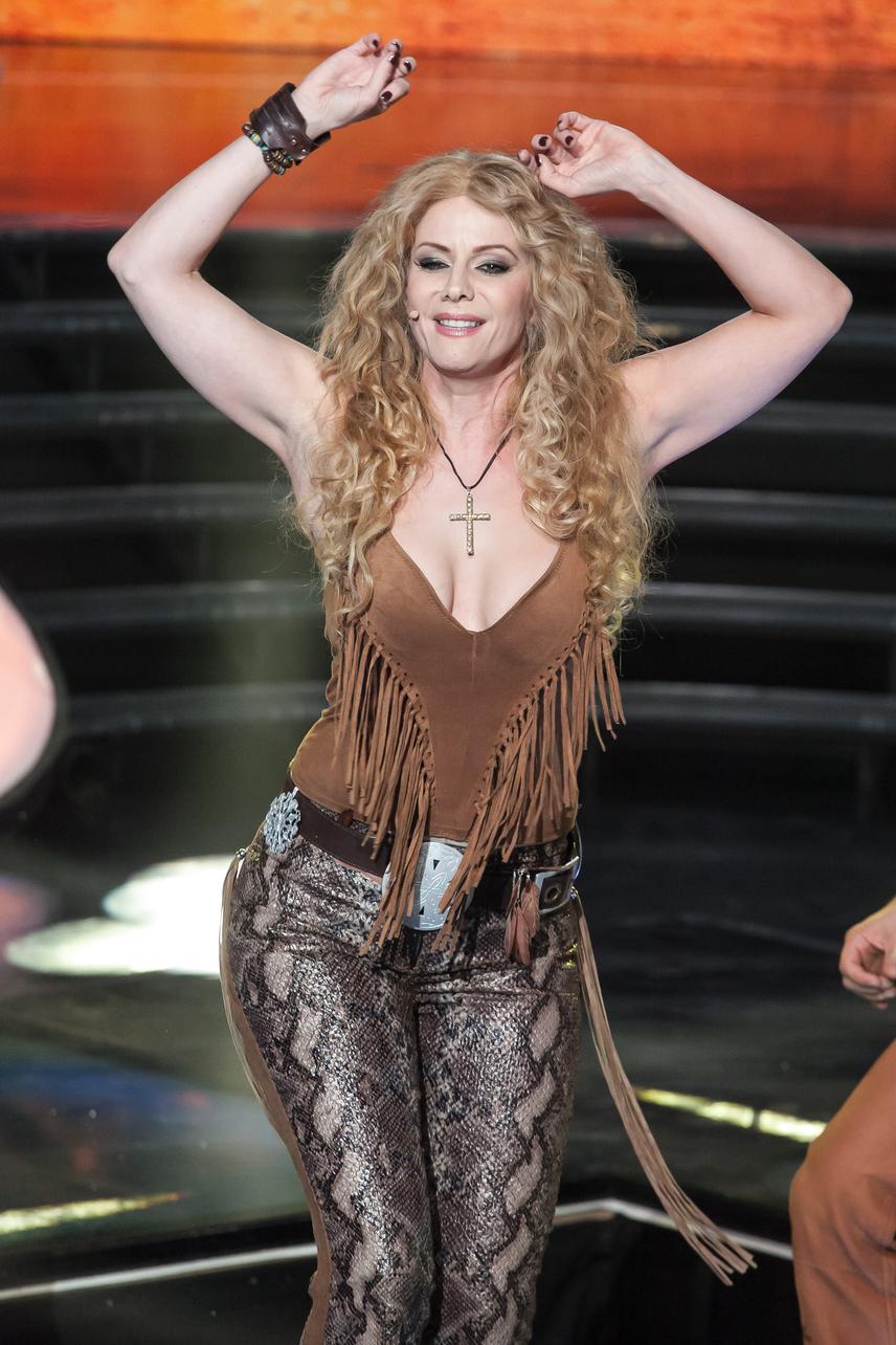 Polyák Lilla alakja két gyermek után is kifogástalan. Az Operettszínház színésznője Shakira bőrébe bújva lejtett szexi táncot.