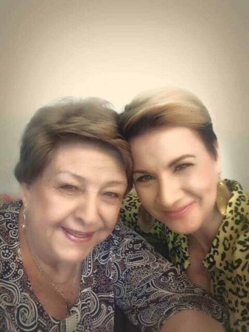 Pásztor Erzsi és Ábel Anita a Szomszédok című sorozatban játszott együtt, tavaly az ATV a Nő háromszor című beszélgetős műsorában is sokszor együtt szerepeltek.
