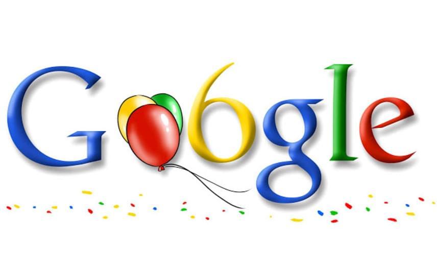 2004-ben a mostanihoz képest majdnem három héttel korábban, szeptember 7-én jelent meg a szülinapi Google-doodle.