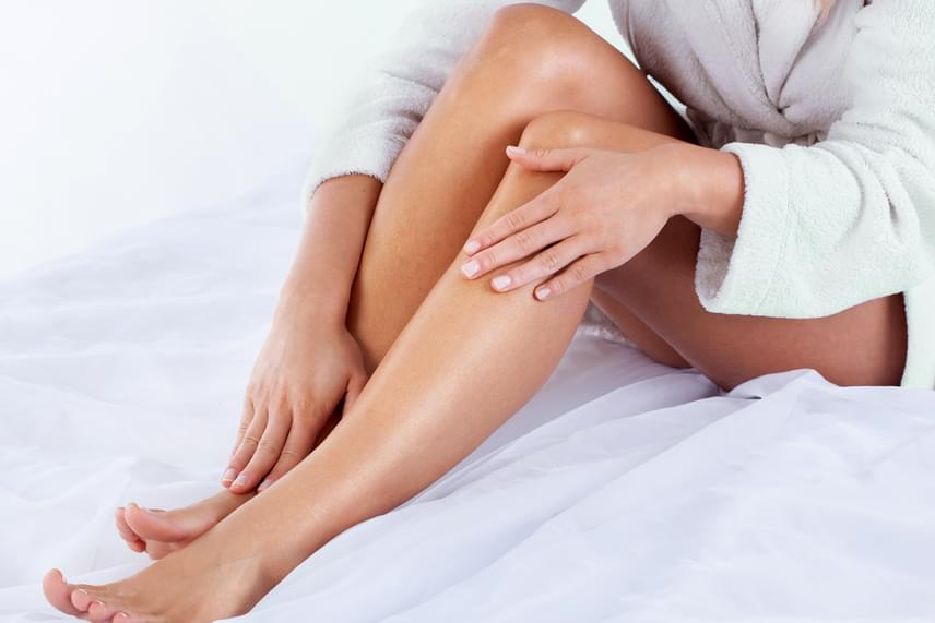 Az akupresszúra is segítséget nyújhat alvásproblémák esetén, van például egy pont a lábszár belső oldalán, négyujjnyira a boka fölött, a sípcsont mögött, melynek erős nyomásával megelőzheted, hogy az éjszaka közepén felébredj. De többet is megtudhatsz a helyes kivitelezésről és magáról a módszerről, ha ide kattintasz.
