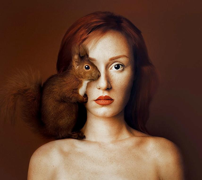 A fotós, aki egyben a portrék modellje is, mindig az aktuális állat színeihez igazítja a külsejét.