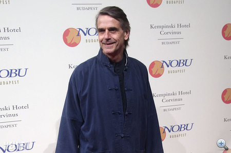 Jeremy Irons is megjelent