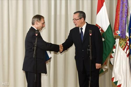 2010. július 1. Pintér és Bakondi , a Országos Katasztrófavédelmi Főigazgatóság frissen kinevezett főigazgatója (Fotó: Szigetváry Zsolt)