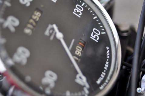 150 mérföldig skálázva: évtizedekig ez volt a világ leggyorsabb szériamotorja
