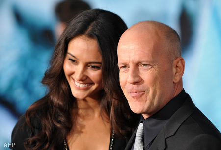 Bruce Willis feleségével, Emma Heminggel