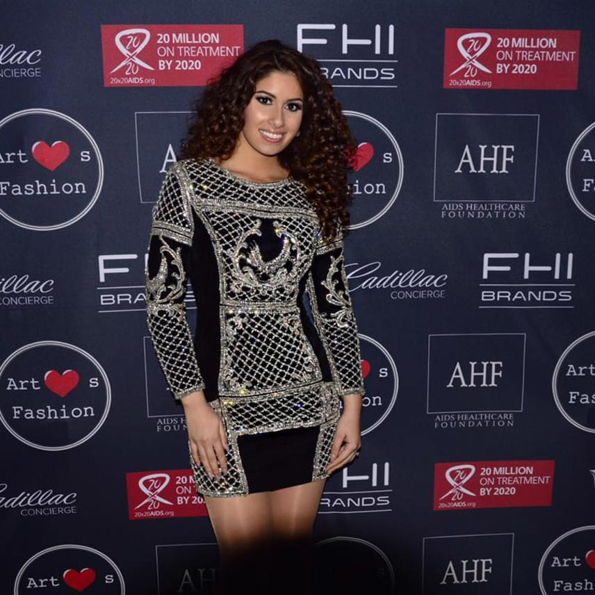 Márciusban a Los Angeles-i Fashion Week záró gáláján viselte ezt a dögös ruhát, amelyben világsztárokkal is felvehette a versenyt.