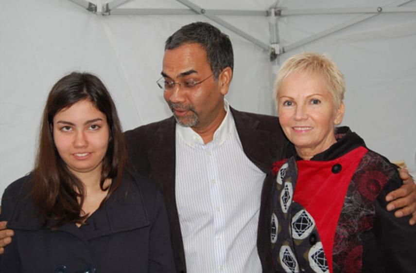 Joshi Bharat lányával és feleségével