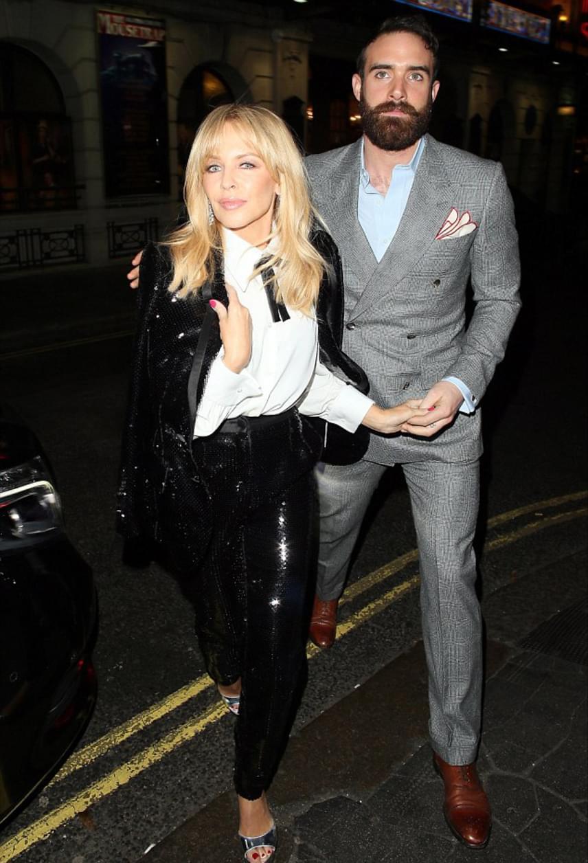 Kylie Minogue és Joshua Sasse