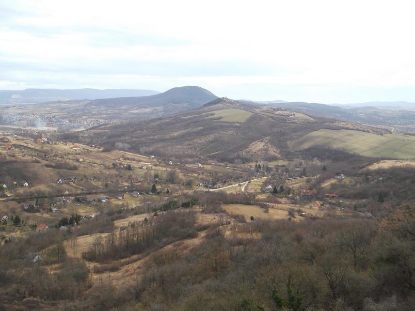 Kilátás a Mogyorósbánya utáni Kőszikla-hegyről